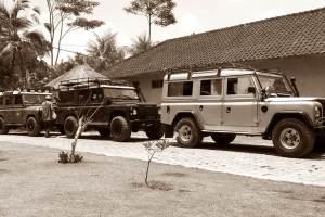 Rent Land Rover in Bali Kuno 03