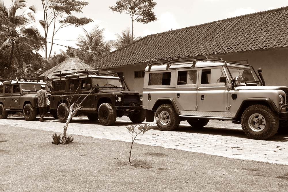 Rent Land Rover in Bali Kuno 03