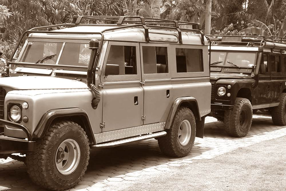Rent Land Rover in Bali Kuno