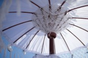 DwiBhumi Balinese feesten decoratiematerialen styling parasols