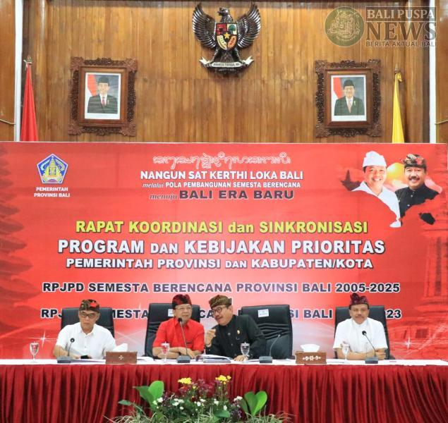 """pertemuan """"langka"""" pada Selasa (25/6), Gubernur Bali Wayan Koster beserta para Bupati dan Walikota se-Bali berhasil mencapai kesepakatan penting untuk mengelola Bali sebagai Satu Kesatuan Wilayah"""