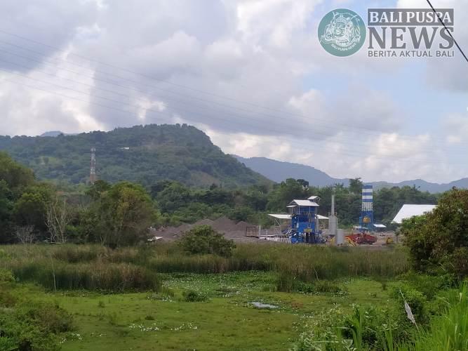 Bangunan Pabrik AMP di Galian C yang diprotes warga Desa Tangkas