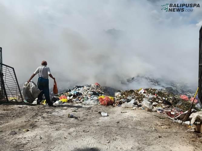 Picu Kebakaran, Sampah Buangan Pasar Galiran Luberi Eks TPA Sente