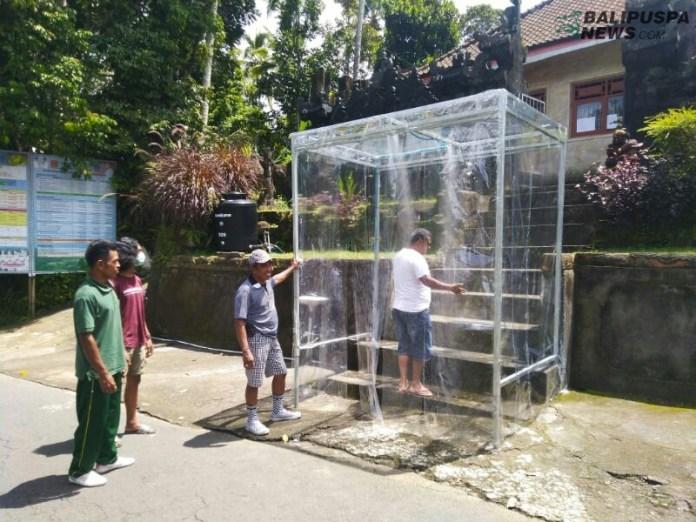 Desa Duda Timur Karangasem bikin bilik sterilisasi untuk cegah warga kena corona