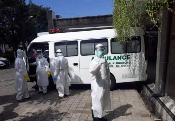 Pemulangan jenazah pasien PDP asal gegelang, Karangasem dari RSUD Klungkung