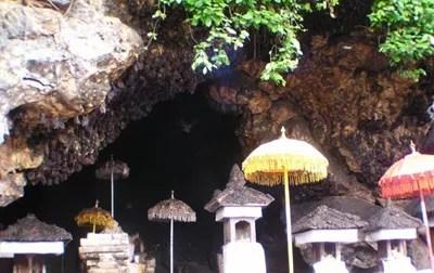 Objek wisata: Pura Goa Lawah Bali