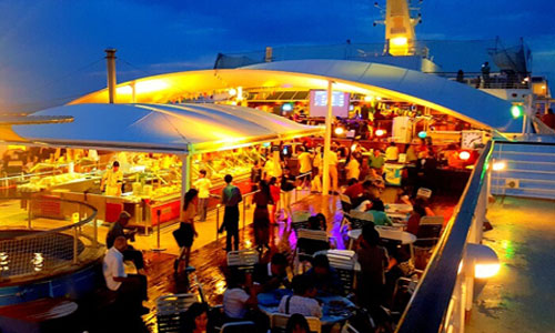 Bounty Sunset Dinner Cruise makan malam romantis di Bali