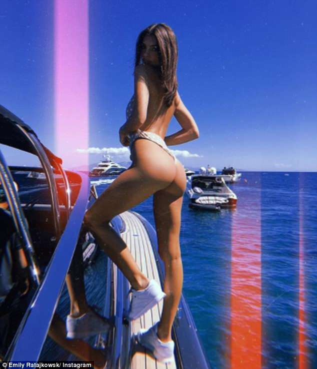4DDF491000000578-5912811-Boat_life_Emily_Ratajkowski_shared_a_racy_picture_of_her_derrier-a-9_1530613246117