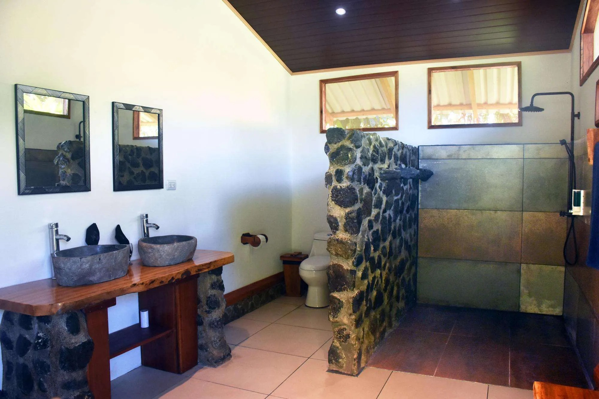 Hostel in Corcovado Jaguar Jungle bathroom full view