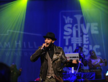 Swizz Beatz & Friends Perform To Help VH1 Save the Music