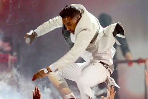 Billboard Says They Asked Miguel Not To Jump During Awards Performance