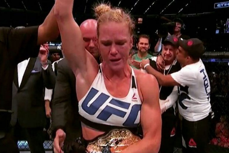Holly Holm knocks out Ronda Rousey at UFC 193
