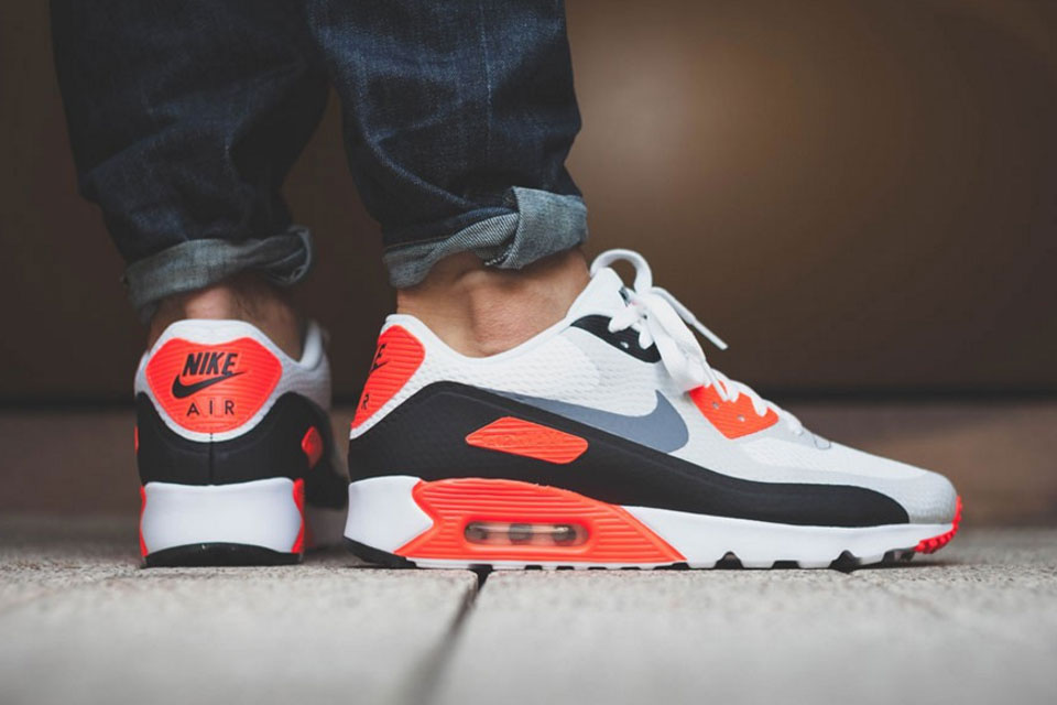 Nike Air Max 90 Ultra Essential Drops in OG 'Infrared