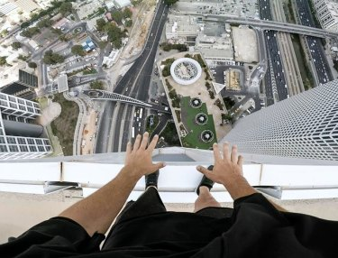 Jason Paul Handstand Atop Skyscraper in Israel