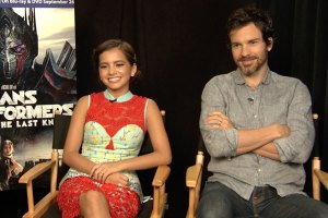 Isabela Moner and Santiago Cabrera