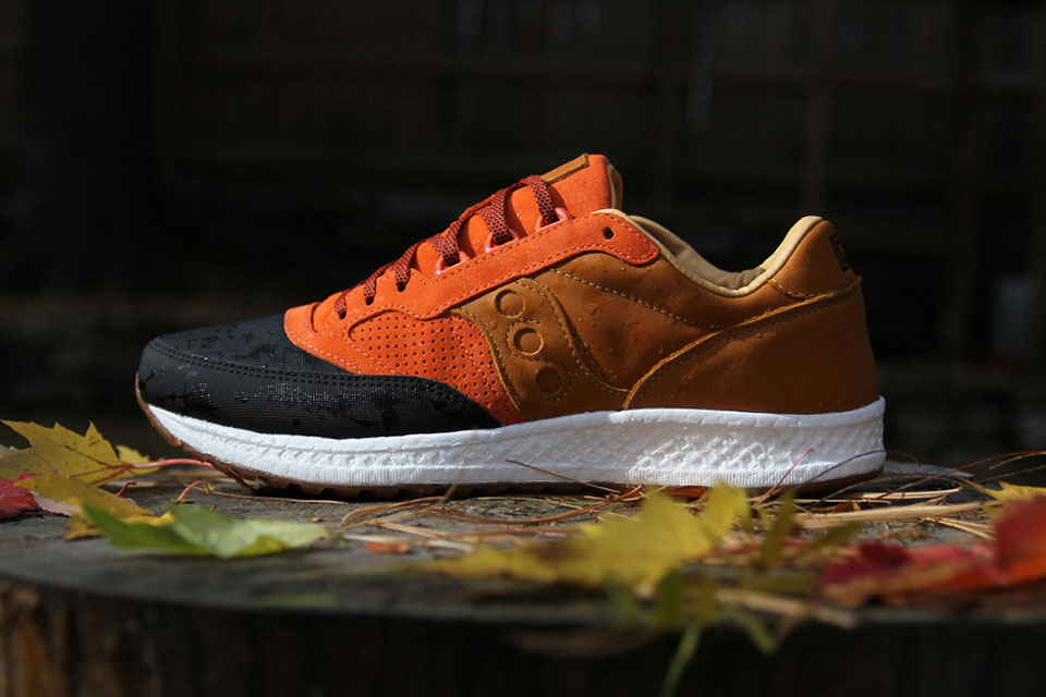 Saucony Pays Homage to the Lobster Roll with the Grid 8000