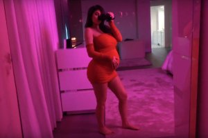 Kylie Jenner gives birth