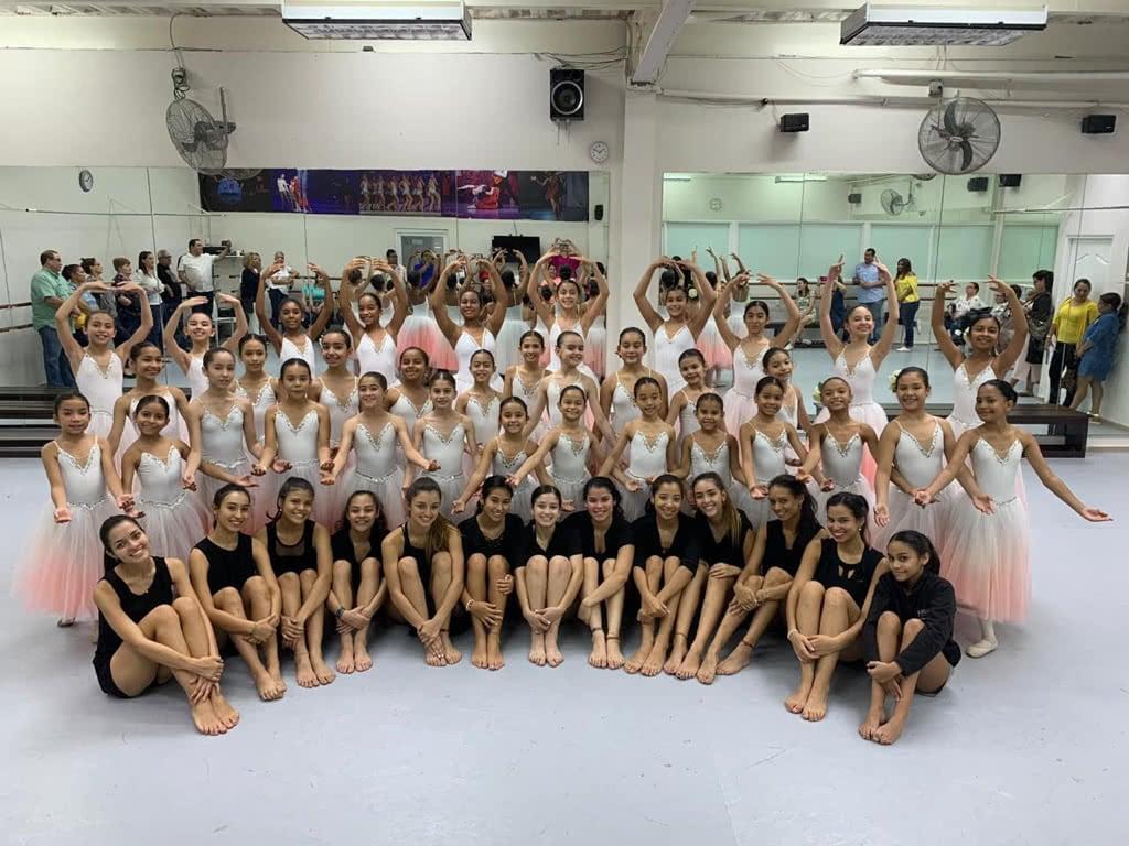 ballet-academy-pink-team-world-ballet-competition-8