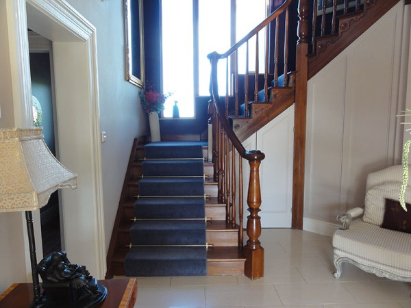 Mahogany-stairs-ballingearyjoinery.ie1.JPG-1.jpg