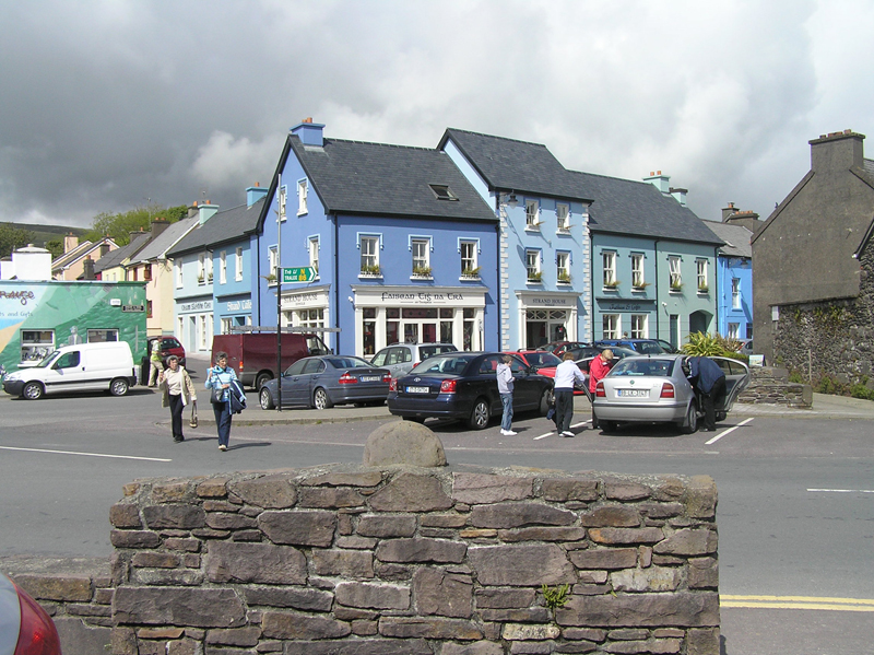 Dingle Shop front  104