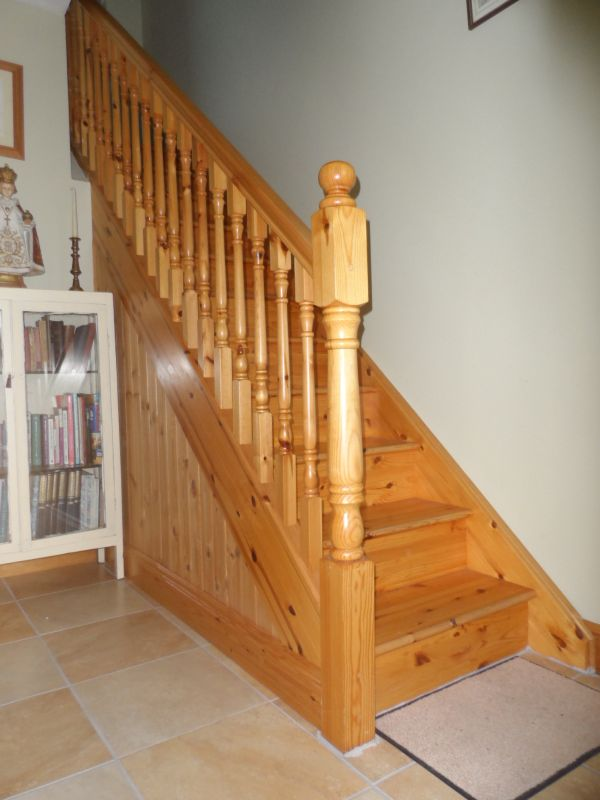 Superbe Traditional Pine Stairs 144