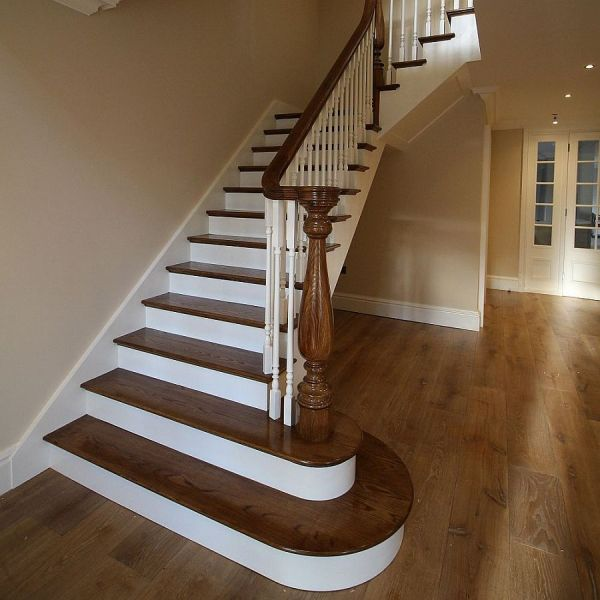 colonial style newel on an oak stairs