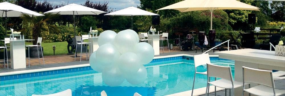 Ballonnendecoratie specials - ballonnenbloem in zwembad