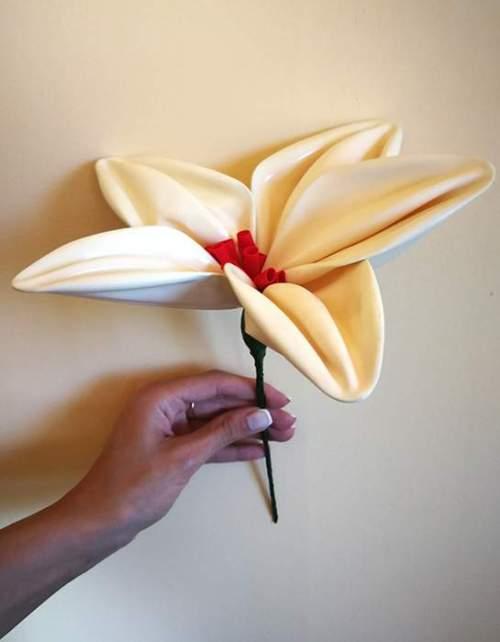 Λουλούδι ιβουάρ από μπαλόνια