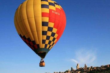 Volo in mongolfiera su San Gimignano