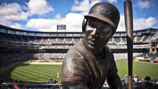 Baines Statue at Guaranteed Rate Field