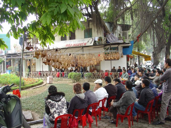 A crowd of people drinking tea and watching birds in the morning