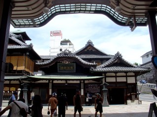The infamous Dogo Onsen (道後温泉)