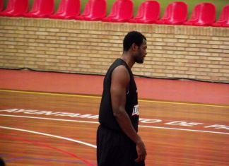Lamont Barnes en un entrenamiento con Palencia en el verano de 2011