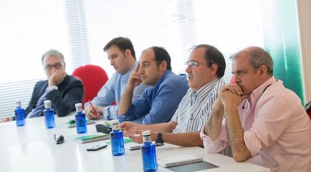Imagen de la reunión de los clubs de LEB Oro con Gonzalo Ibañez a la derecha. Foto Melilla Baloncesto.