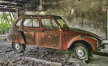 Citroen 2cv abandonado
