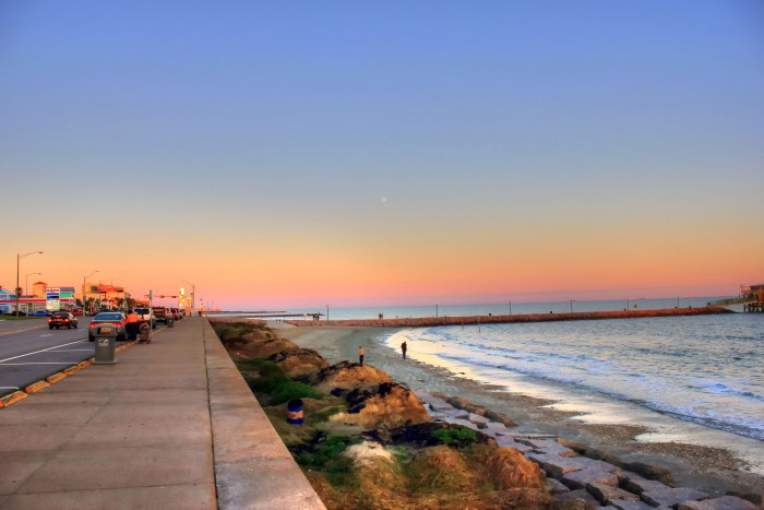 gfp-texas-galveston-shoreline-of-seawall-blvd