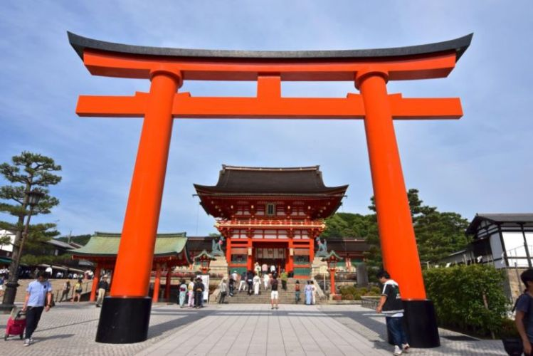 Giant torii gate in front of Romon Gate, Fushimi Inari, Kyoto