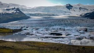 The beautiful Fjallsárlón glacier lagoon.