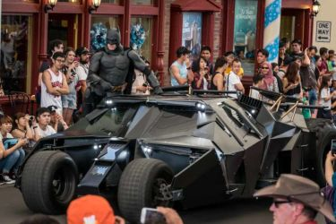 All Star Parade: Batman can't miss the show!