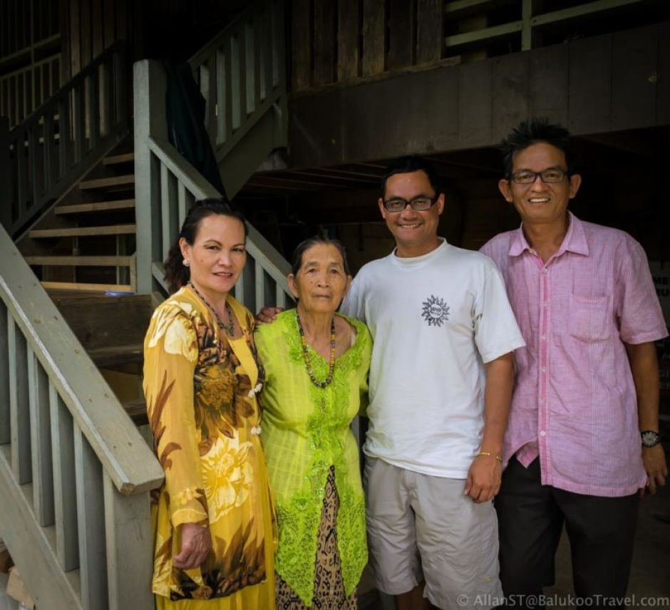 The hosts at Ngimat Ayu House. From right: Scott, Nigel and family. Excellent hospitality! (Bario, Sarawak, Malaysia)