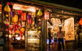 Open daily from 5-11pm; the pedestrian-only street has more than 100 stalls dealing in traditional crafts products and consumer goods.