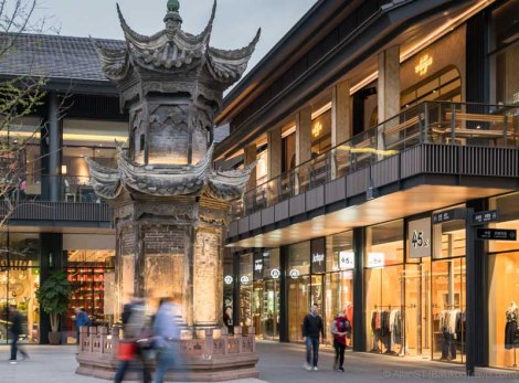 """TaiKoo Li"", a relatively new entertainment precinct in Chengdu (China). It is an open-plan and low-rise upmarket shopping and F&B district in the heart of the city, beside the popular Daci Temple."