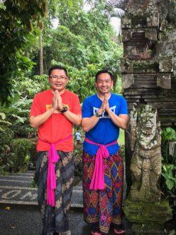 Wearing sarong at Gunung Kawi Sebatu (Bali)