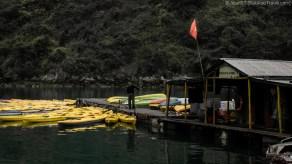 Kayak vendor, Ha Long Bay (Vietnam)