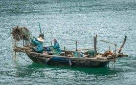 Fishermen, Ha Long Bay (Vietnam)