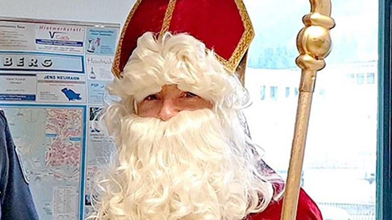 Nikolaus lädt Kinder und Eltern in die Kirche ein
