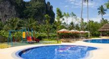 la piscina dell'hotel in Tailandia