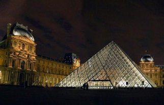 Louvre-pyramide-3