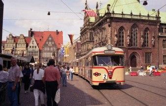 Tram_on_Route_2_near_Bremen_Rathaus_-_geo.hlipp.de_-_4148