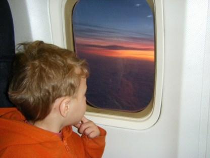 bambino-viaggio-aereo_med_hr-2